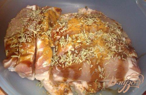 Свиная корейка с розмарином на решетке