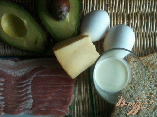 Горшочек из авокадо с яйцом