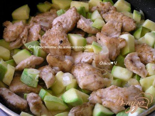 Жаркое из курицы с кабачками