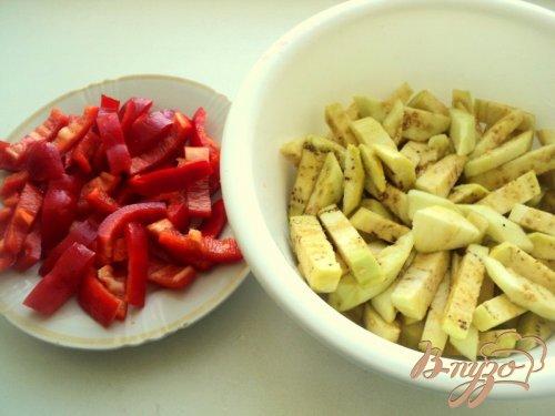 Фрикадельки с базиликом и овощами