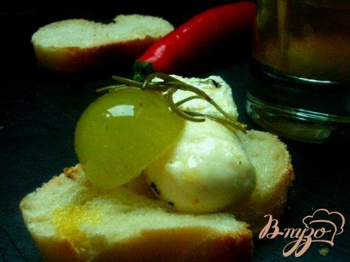 Маринованный виноград с сыром