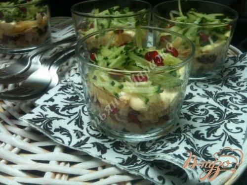 Салат из копченой форели с сыром