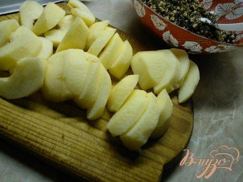Пирог с яблоками, маком и грецкими орехами.