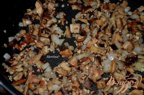 Перепелки в грибном соусе
