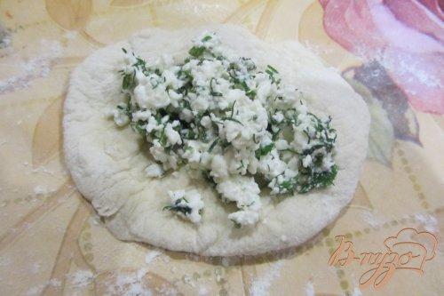 Пирожки из дрожжевого теста с творогом и зеленью