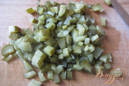 Cалат консервированные огурцы с луком