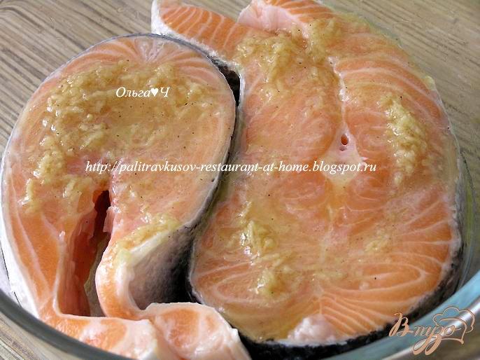 Фото приготовление рецепта: Салат из лосося с лаймом и имбирем шаг №2