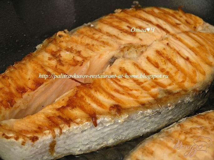 Фото приготовление рецепта: Салат из лосося с лаймом и имбирем шаг №5