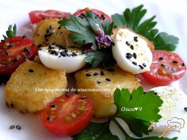 Рецепт Салат из жареной поленты с пеперелиными яйцами, помидорами черри и цветками базилика