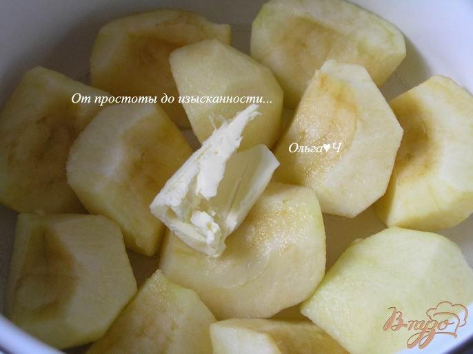 Фото приготовление рецепта: Теплый яблочный десерт с вишневым конфитюром шаг №1