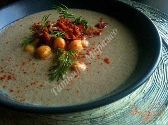 Фото приготовление рецепта: Крем-суп из шампиньонов с горохом нут шаг №6