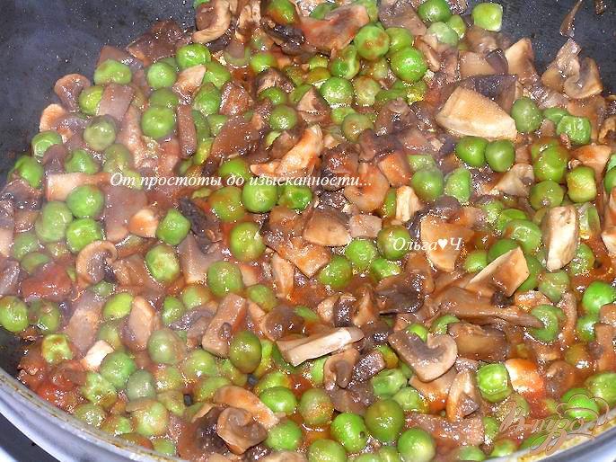 Фото приготовление рецепта: Морбиделле из курицы с шампиньонами и горошком шаг №7