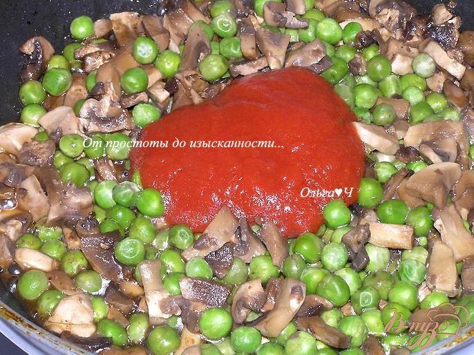 Фото приготовление рецепта: Морбиделле из курицы с шампиньонами и горошком шаг №6