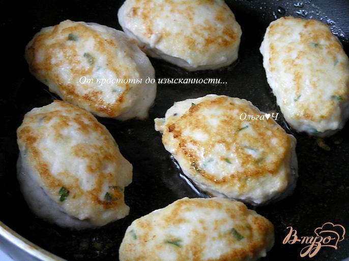 Фото приготовление рецепта: Морбиделле из курицы с шампиньонами и горошком шаг №4