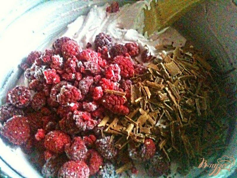 Фото приготовление рецепта: Десертный террин с малиной шаг №4
