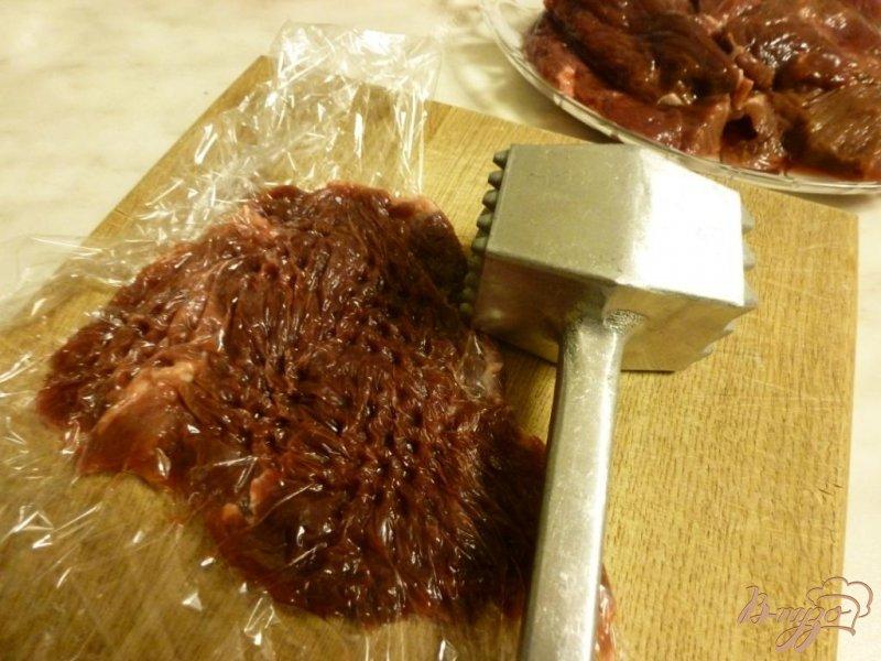 Фото приготовление рецепта: Оленина со сливками под хлебной крошкой шаг №1