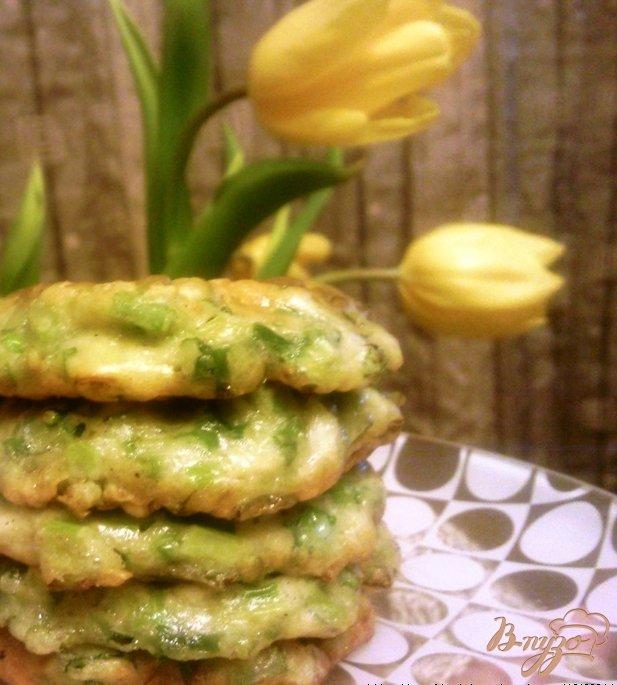 Фото приготовление рецепта: Оладьи из зеленого лука шаг №3