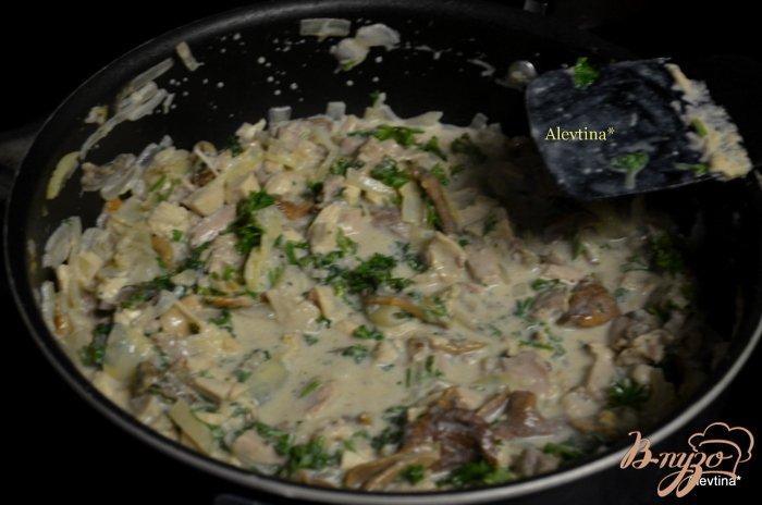 Фото приготовление рецепта: Пирог  с индейкой и грибами шаг №2