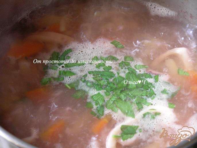 Фото приготовление рецепта: Картофельный суп с кальмаром шаг №5