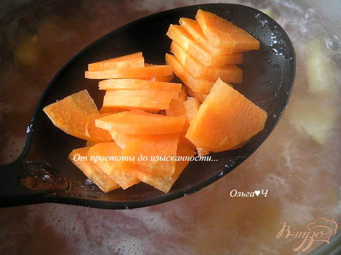 Фото приготовление рецепта: Картофельный суп с кальмаром шаг №3