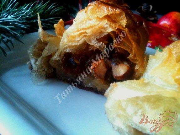 Фото приготовление рецепта: Слоеная улитка с яблоками шаг №13