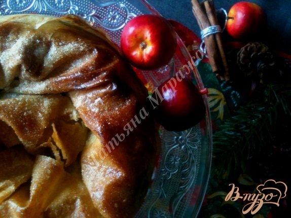 Фото приготовление рецепта: Слоеная улитка с яблоками шаг №12