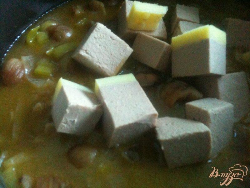 Фото приготовление рецепта: Крем-суп из каштанов и гусиной печени шаг №4