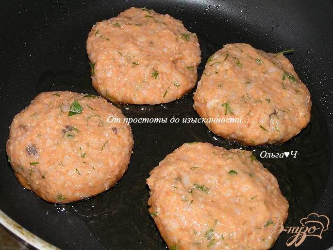 Фото приготовление рецепта: Томатно-рисовые котлетки шаг №4