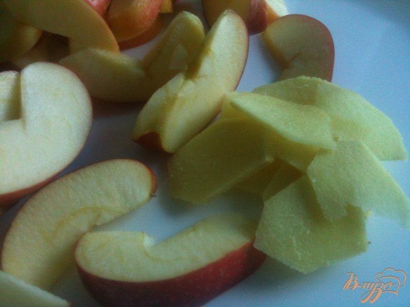 Фото приготовление рецепта: Компот яблочно-гранатовый с имбирем шаг №2