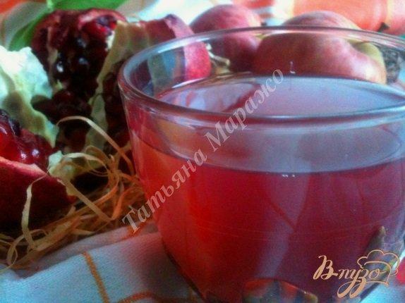 Фото приготовление рецепта: Компот яблочно-гранатовый с имбирем шаг №6