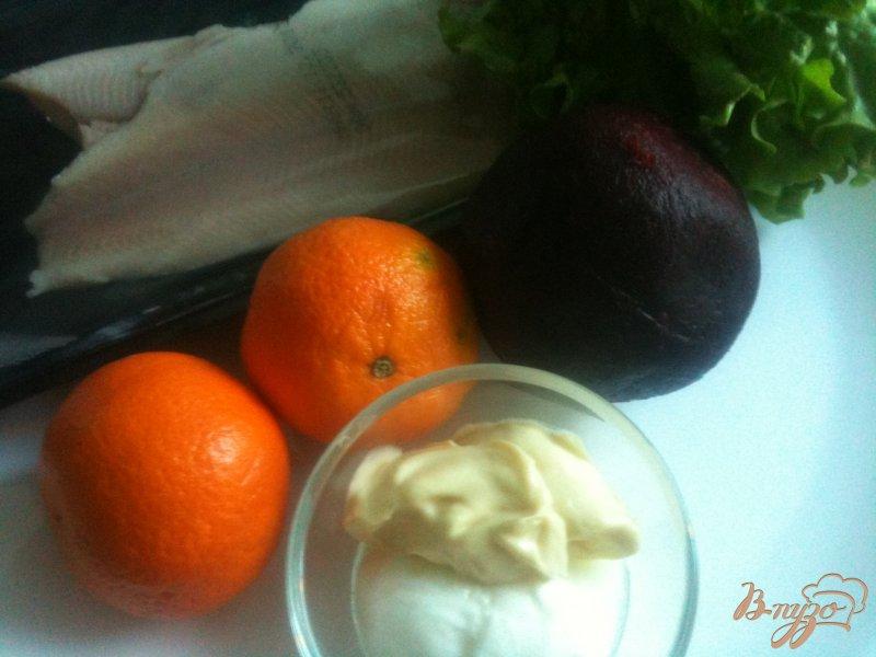 Фото приготовление рецепта: Салат с мандаринами, свеклой и копченой рыбой шаг №1