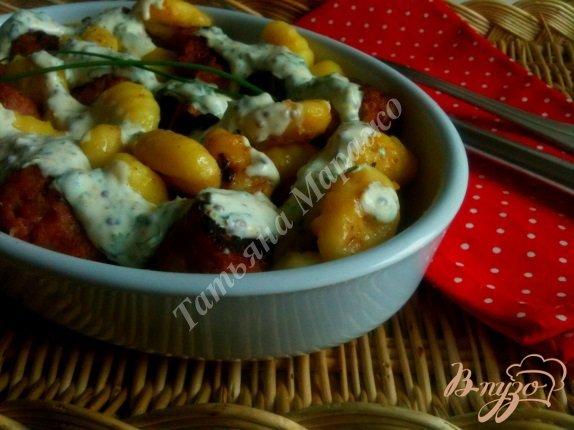Фото приготовление рецепта: Ньокки с жареными колбасками шаг №5