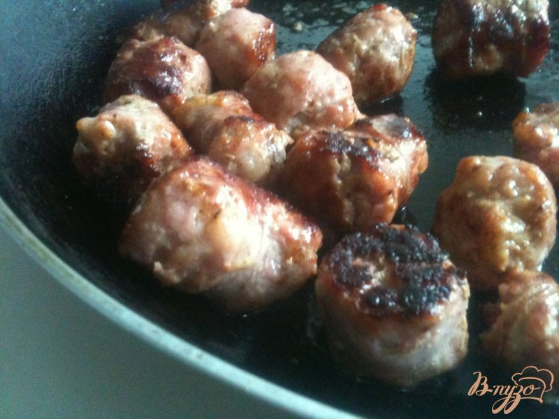 Фото приготовление рецепта: Ньокки с жареными колбасками шаг №2