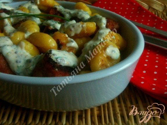 фото рецепта: Ньокки с жареными колбасками