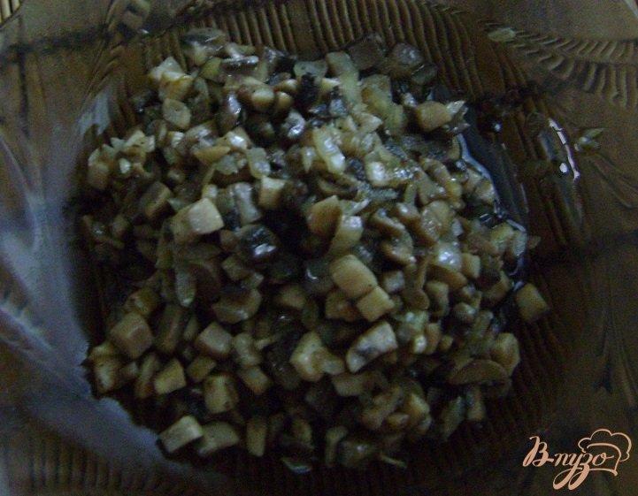 Фото приготовление рецепта: Свекольно-грибной салат шаг №3