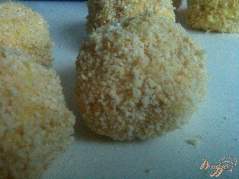 Фото приготовление рецепта: Сыр в рисовой шубе шаг №4