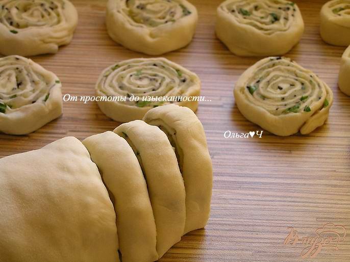 Фото приготовление рецепта: Картофельные рулеты с кунжутом шаг №7