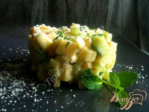 Салат из сыра с огурцом