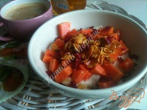 Хрустящий завтрак с кусочками папайи
