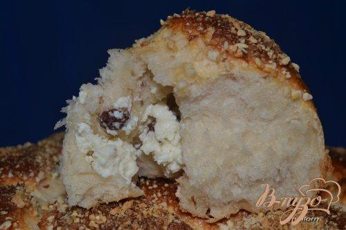 Йогуртовые булочки с творожной массой и карамельно-ореховой корочкой