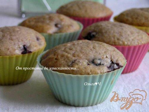 Кексы с черной смородиной и орехами