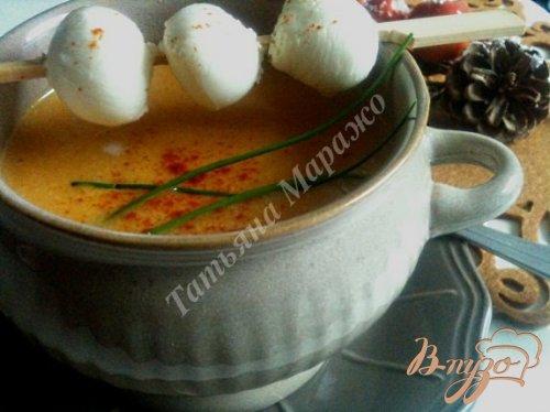 Тыквенный суп с моцареллой