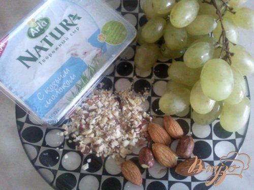 Ореховые шарики с виноградом