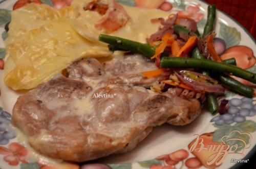 Тушеные свиные отбивные с картофелем