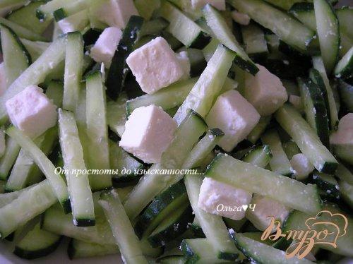 Огуречный салат с фетой и кешью