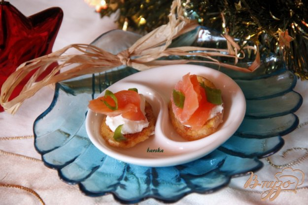 """Рецепт Закуска из лосося на картофельных """"чипсах"""""""