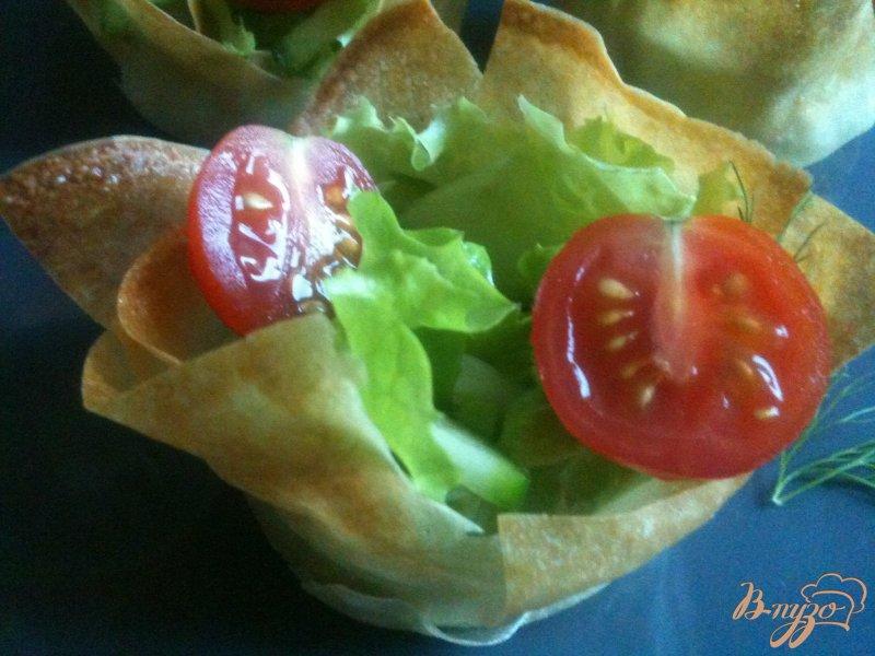 Фото приготовление рецепта: Овощной салатик в корзиночках из теста Брик шаг №5