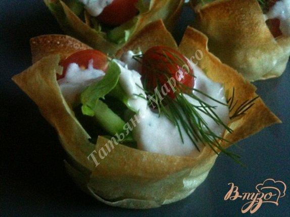 Фото приготовление рецепта: Овощной салатик в корзиночках из теста Брик шаг №6