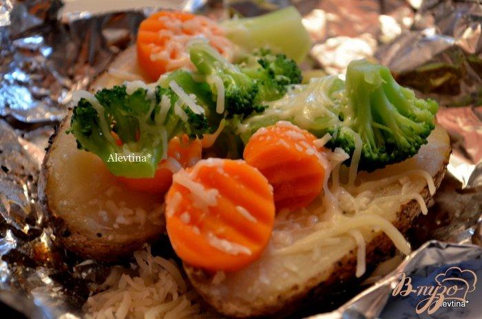 Фото приготовление рецепта: Картофель в фольге в духовке шаг №3