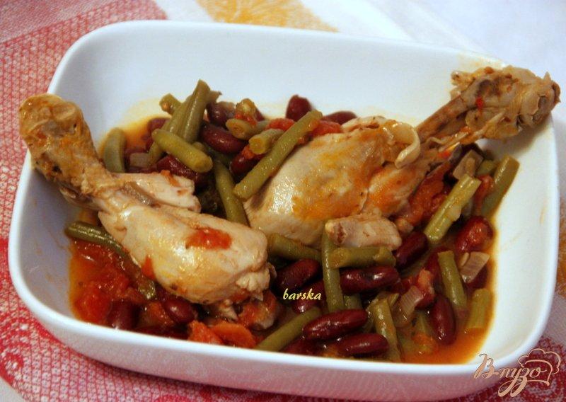 Фото приготовление рецепта: Куриные голени в томатном соусе с двумя видами фасоли шаг №6